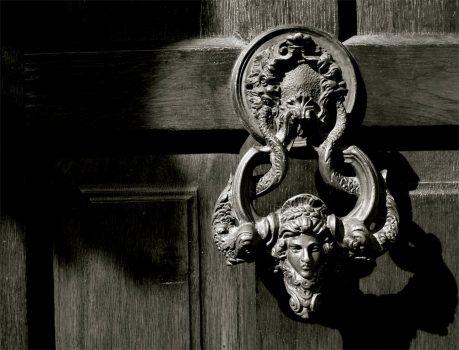door-199727_1920